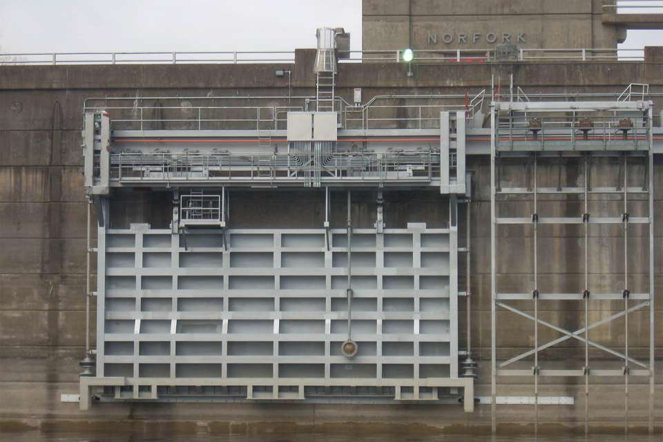 Steel structure added to Norfork Dam to aid spillway gate maintenance